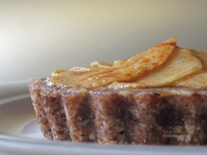 Raw Apple Pie Recipe by Marie-Claire Hermans of RavishingRaw.com